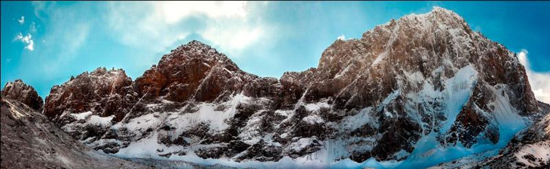 Знаменитая Ашатская стена. Слева направо: Диоскуры, Арго, Сварог, Сабах. Её стены ещё ждут своих героев-первопроходцев.