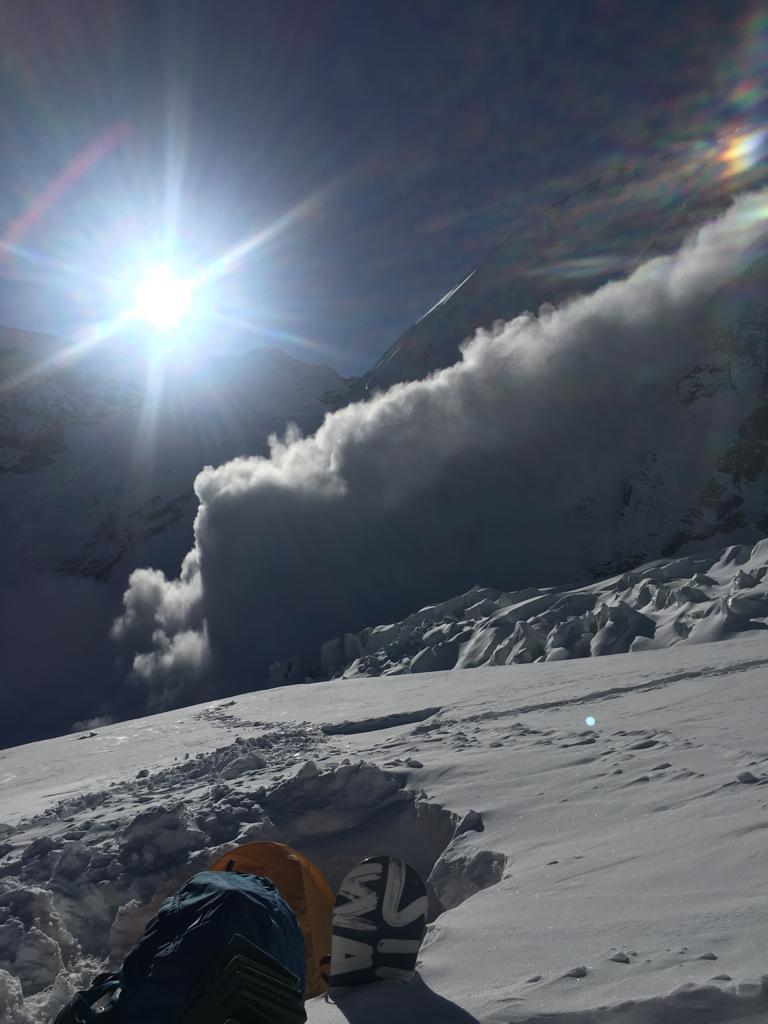 """Crampons point и лавина рядом с """"лыжехранилищем"""".  Фотографии из архива Сергея Баранова"""
