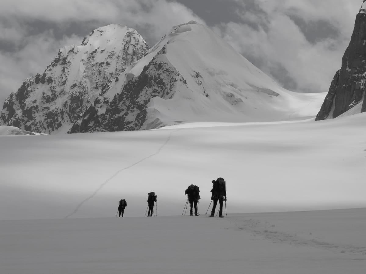 Возвращаемся с китайской территории во время Красноярской экспедиции на пики Great Wall of China и Кызыл-Аскер