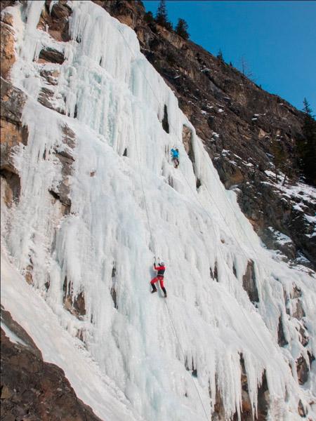 Тренировки на замёрзших водопадах Алтая (водопад Храпова, примерно 800-й км трассы М52, ныне Р256).