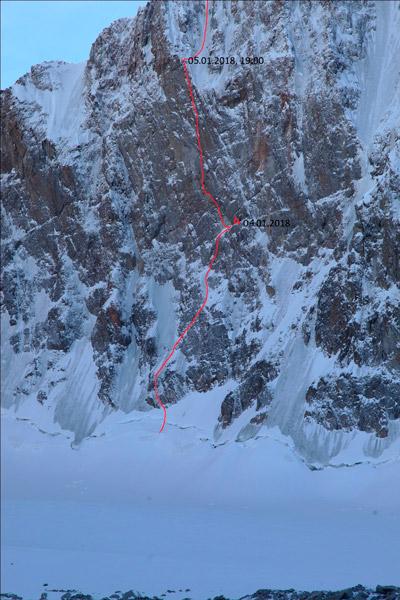Фрагмент северной стены пика Свободная Корея, маршрут Семилеткина, некогда чемпионская 6Б.