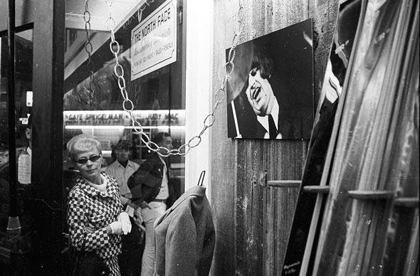 Фото с открытия первого магазина The North Face, 1966 год.