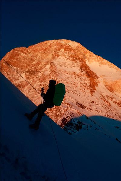 Вершина Хан-Тенгри на закате, вид из лагеря 3.