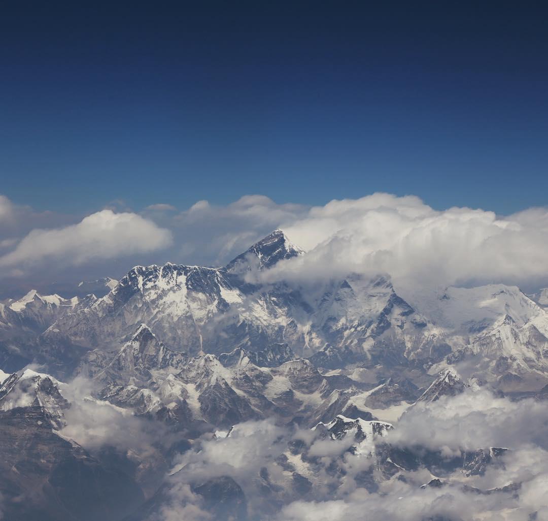 Эверест-2017: вид на Эверест из окна самолёта