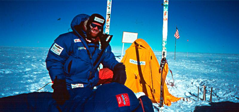 В 1997 году Борге Усланд пересекает Антарктиду на лыжах: 2854 км «белого инферно», выживать в котором ему помогает палатка Ferrino Ultima.