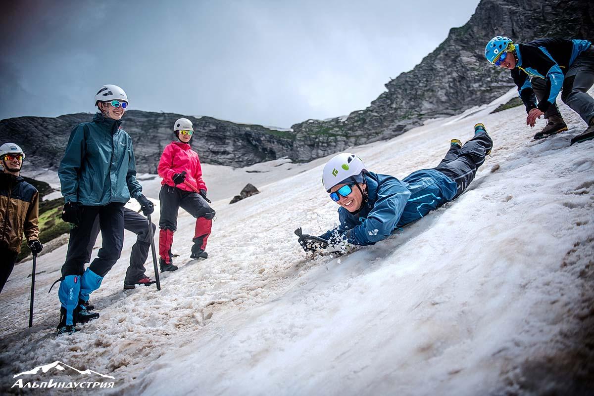 Сборы Горного клуба АльпИндустрия на «значок» в Красной Поляне: ледовые занятия
