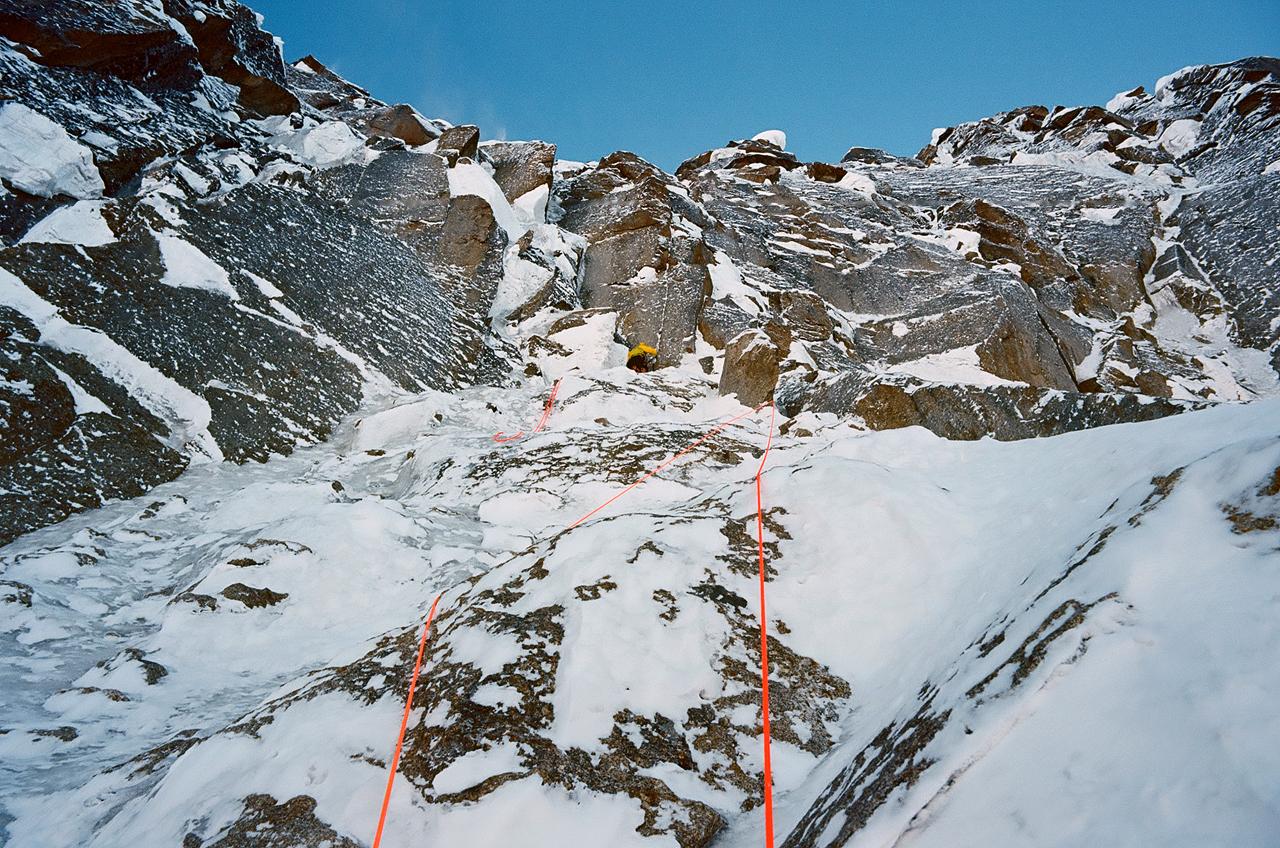 Зимнее первопрохождение на Ашатскую стену пик Сабах (5300 м): вершинный бастион