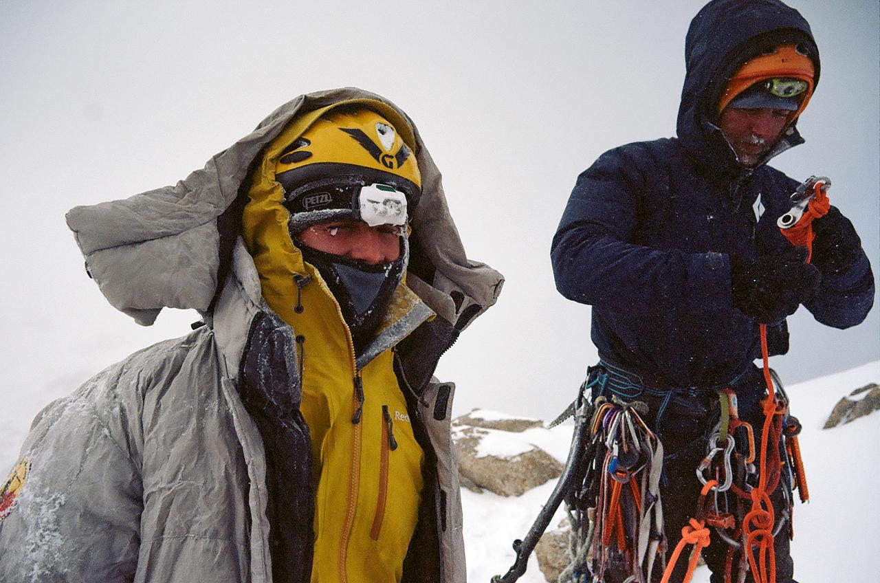 Зимнее первопрохождение на Ашатскую стену пик Сабах (5300 м): на вершине