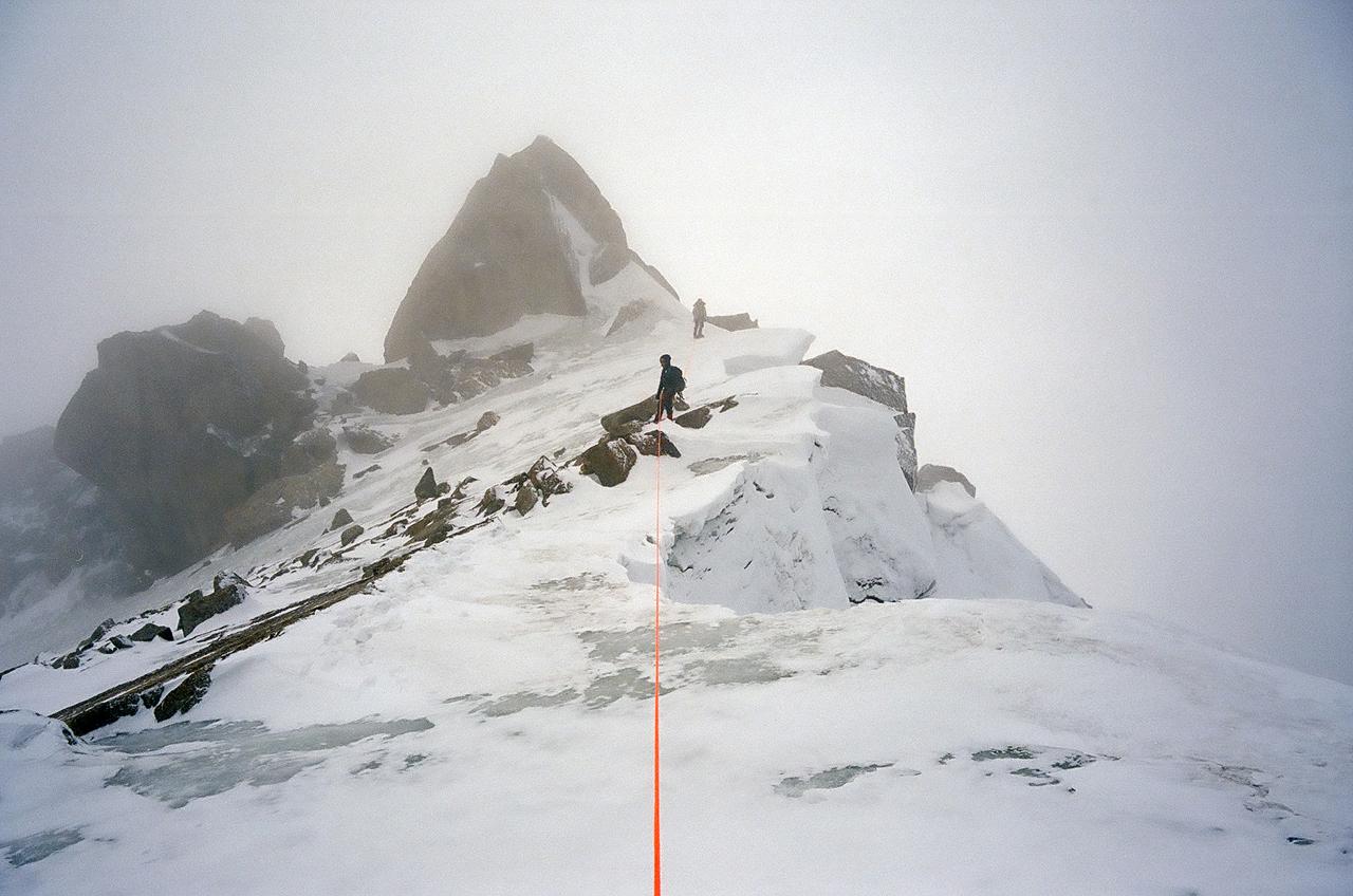 Зимнее первопрохождение на Ашатскую стену пик Сабах (5300 м): гребень