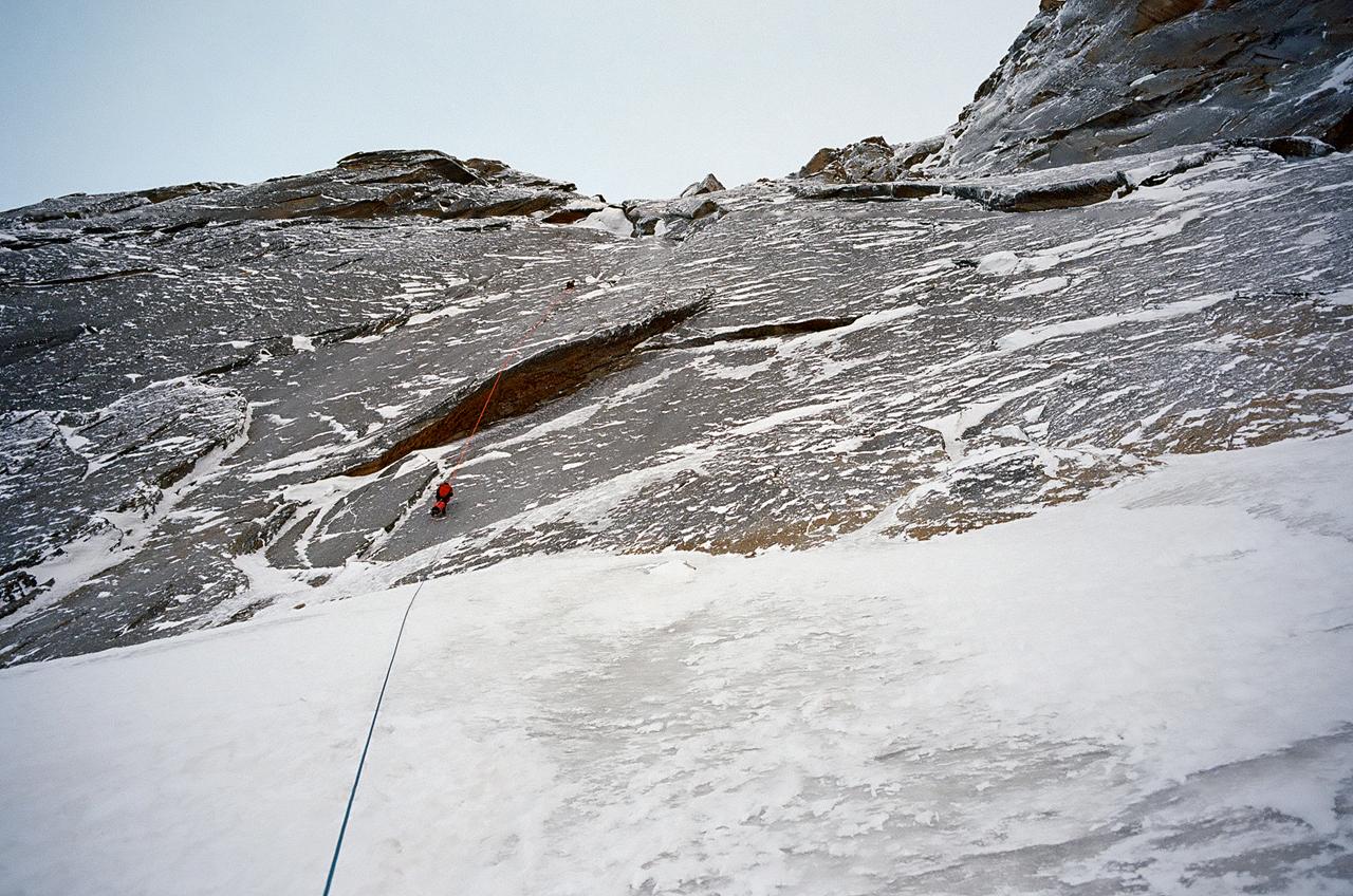 Зимнее первопрохождение на Ашатскую стену пик Сабах (5300 м): на спуске
