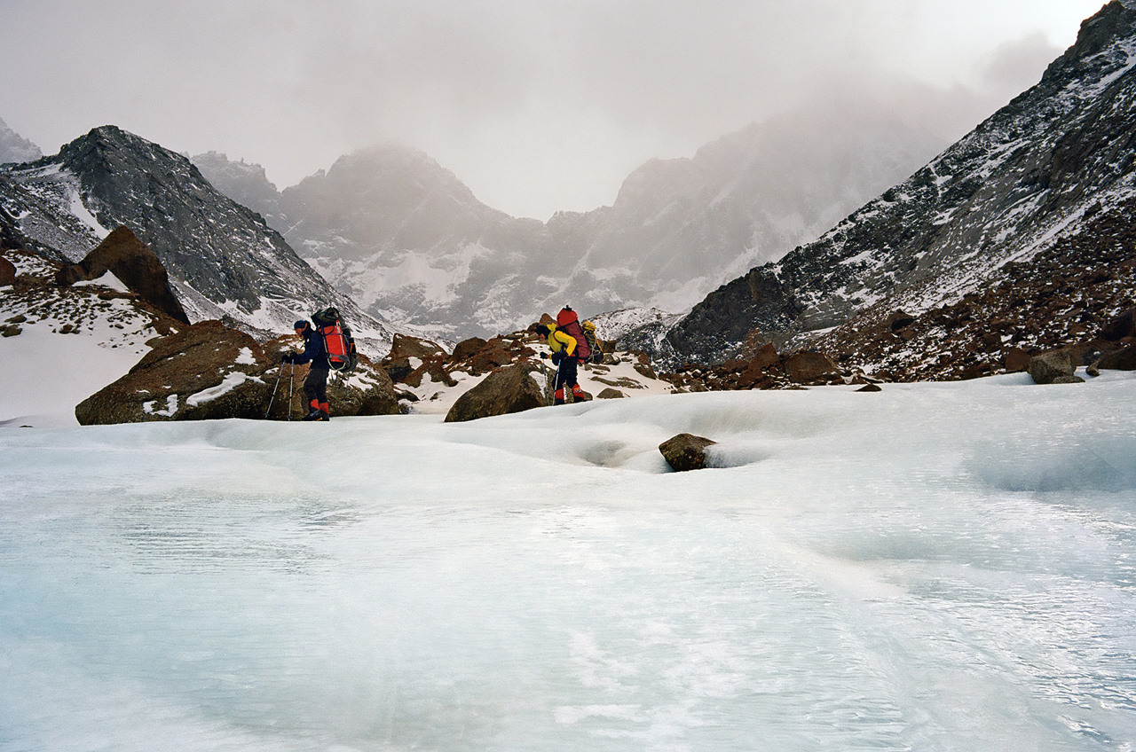 Зимнее первопрохождение на Ашатскую стену пик Сабах (5300 м): спуск в базовый лагерь