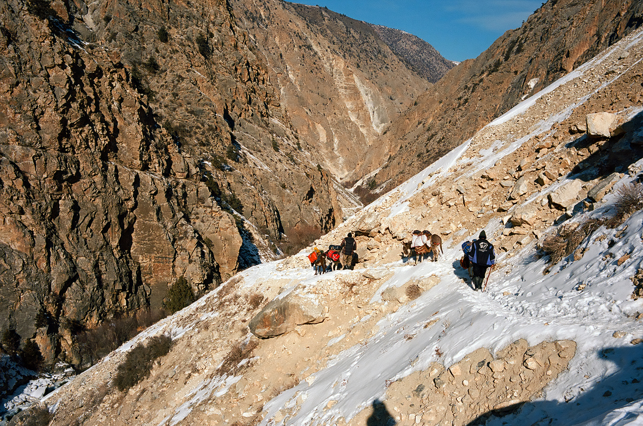 Зимнее первопрохождение на Ашатскую стену пик Сабах (5300 м): по дороге в Узгуруш