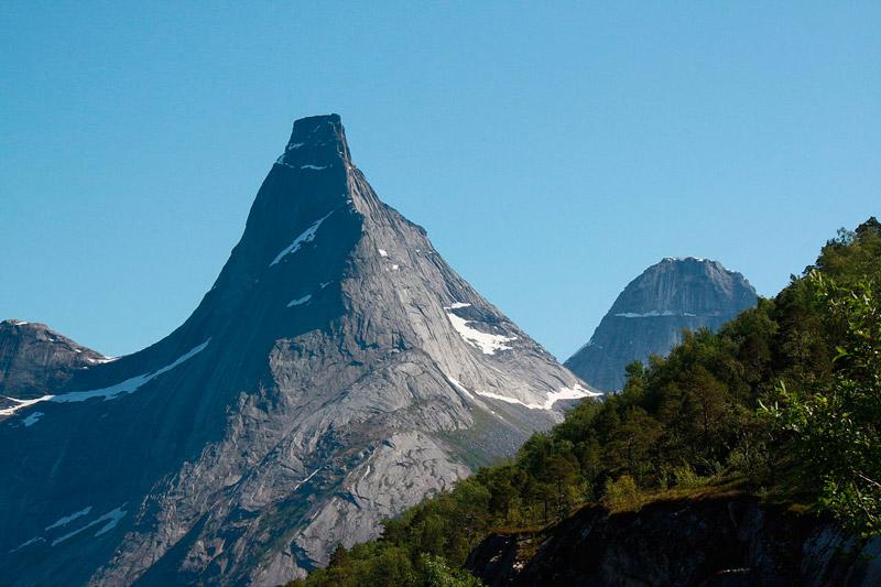 В Скандинавии таким местом стала гора Стетинд (Stetind), расположенная в малонаселённом пункте Тюсфьорд (норв. Tysfjord) в Северной Норвегии.
