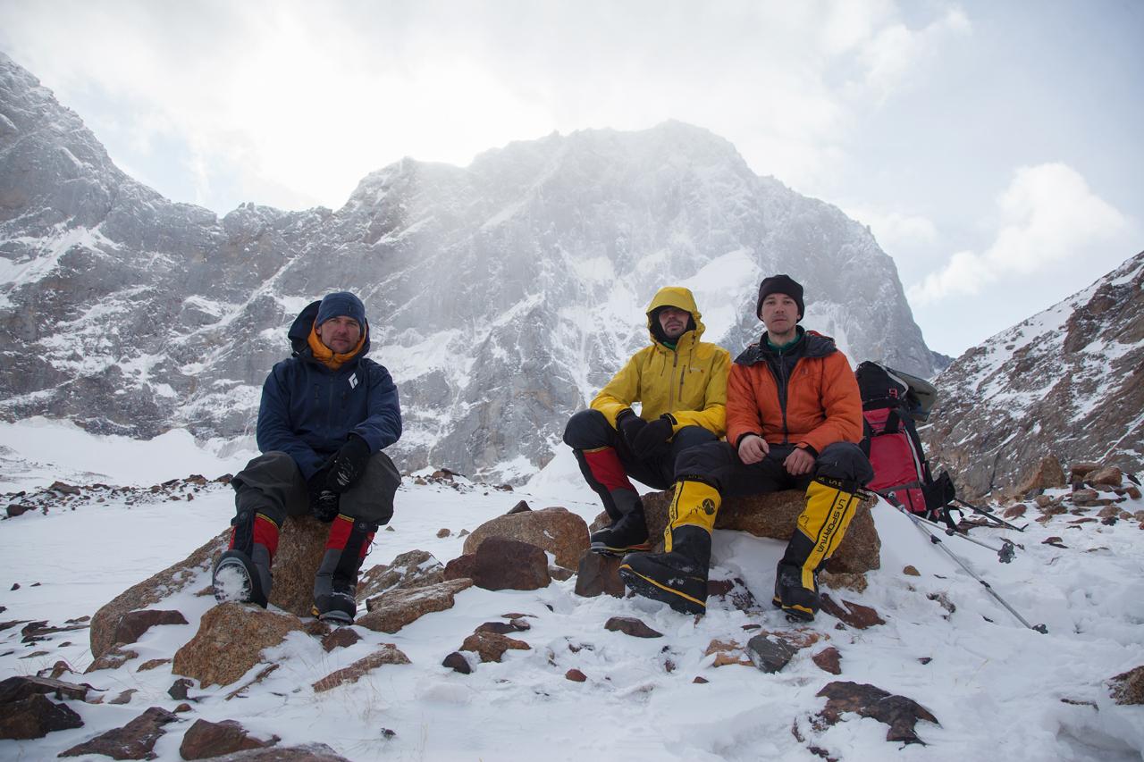Зимнее первопрохождение на Ашатскую стену пик Сабах (5300 м): после восхождения