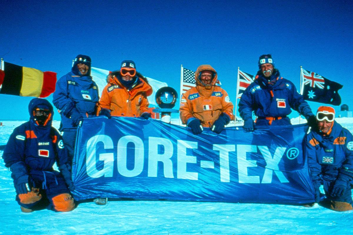Alpindustria.ru: История изобретения мембраны Gore-Tex. Участники международной трансантарктической экспедиции, экипированные в Gore-Tex. 1990 год.