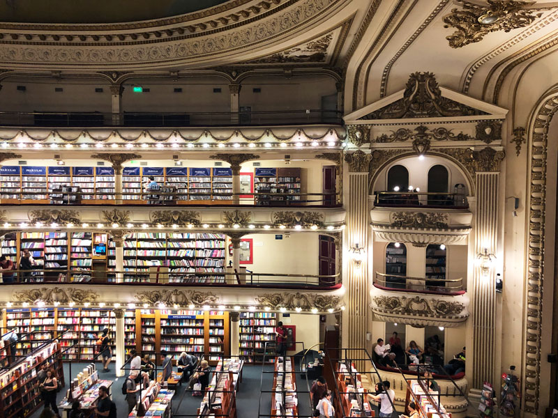 А книжный магазин? Его просто невозможно вообразить, — 4 этажа счастья, в которых можно пропасть на долгие дни. Остаюсь!