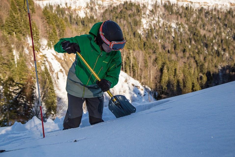 Список снаряжения для ски-тура: лавинная лопата