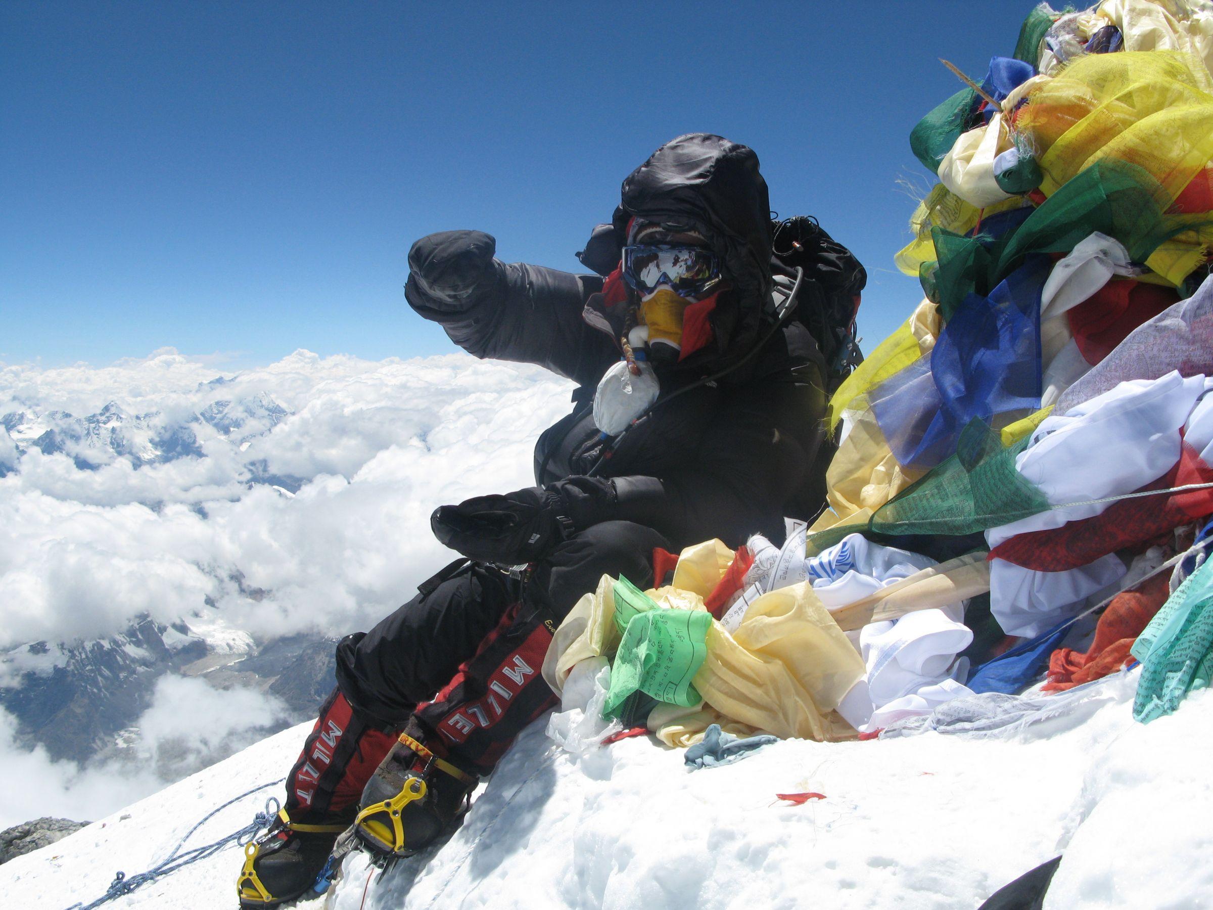 Сергей Ковалёв на вершине Эвереста в 2008 году