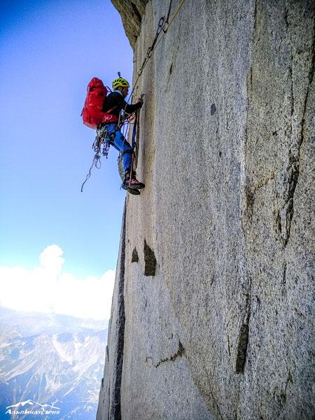 Использовался на протяжении двухнедельного выезда в Альпы, начиная с акклиматизационного выхода и тренировок на скалолазных дорожках, на подходах и основном 3-дневном восхождении 6А к.т. на Petit Dru