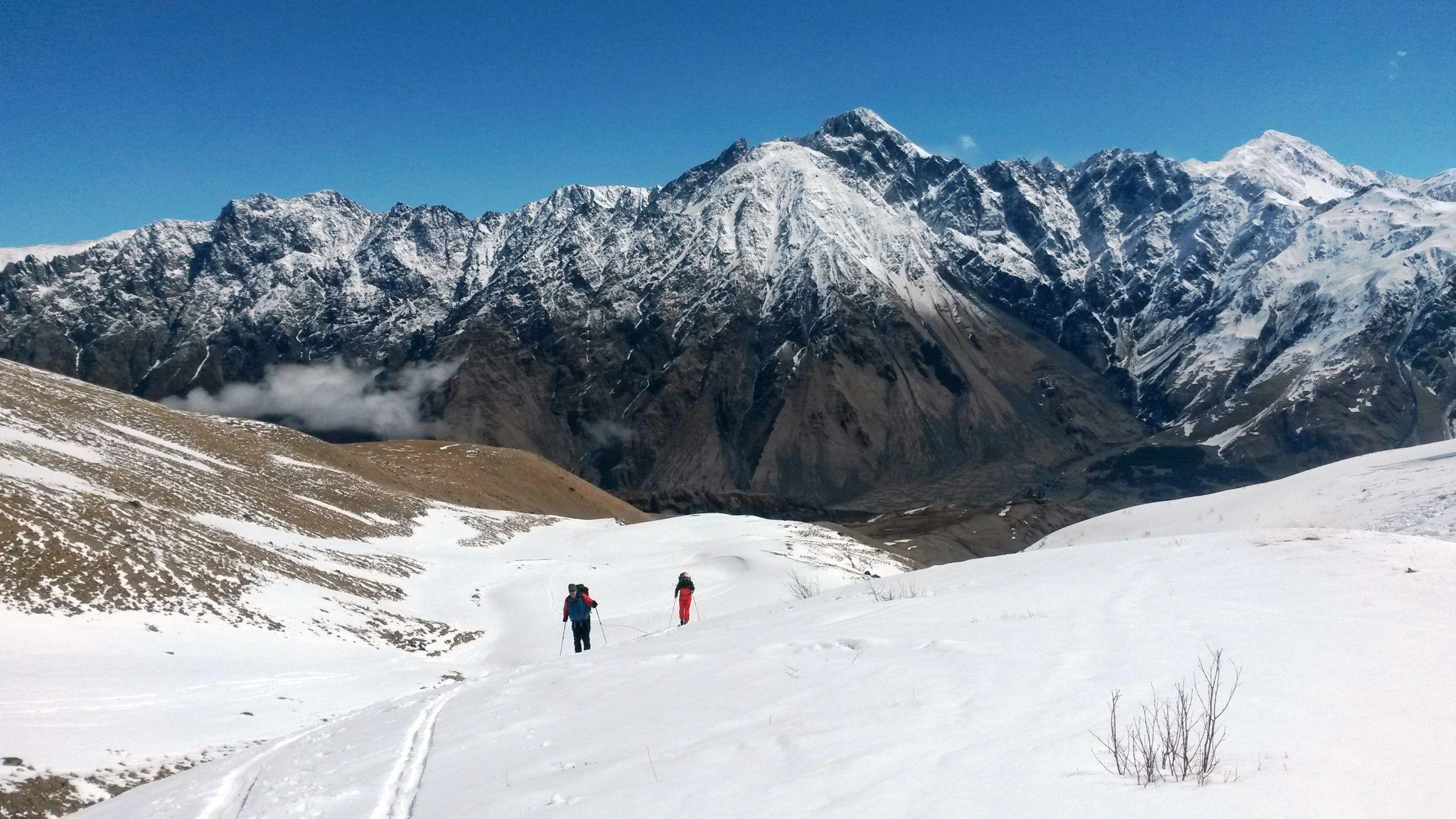 Ски-тур на Казбеке: снежный след