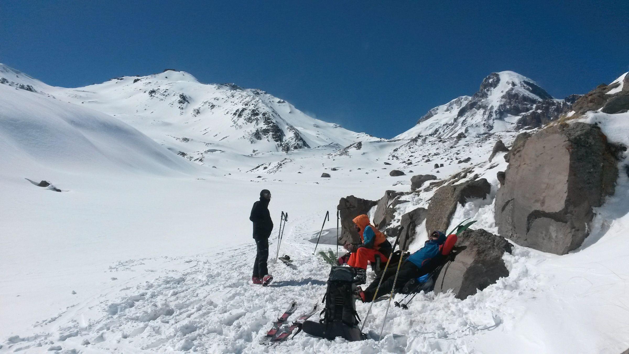 Ски-тур на Казбеке: привал