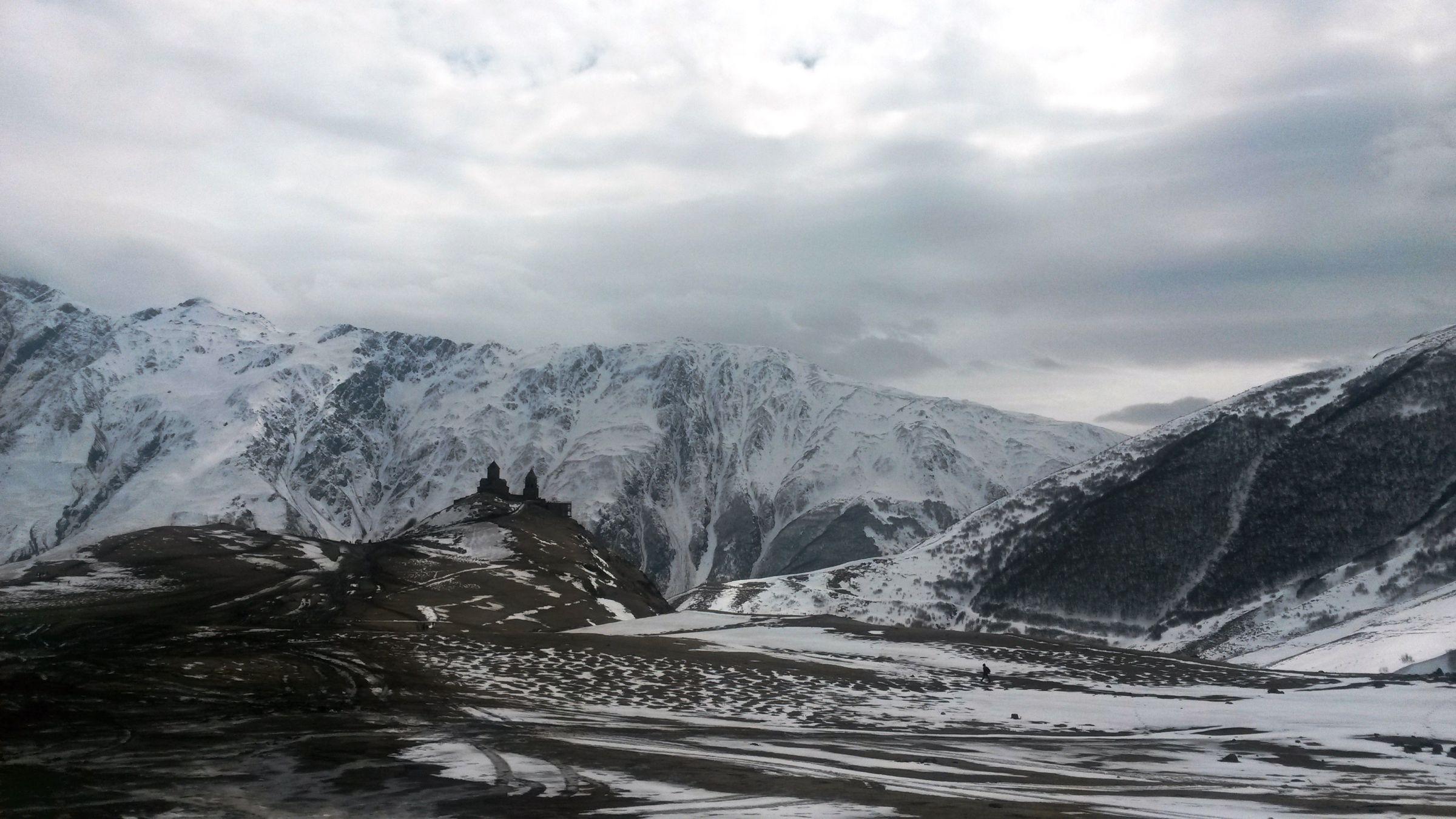 Ски-тур на Казбеке: Троицкая церковь