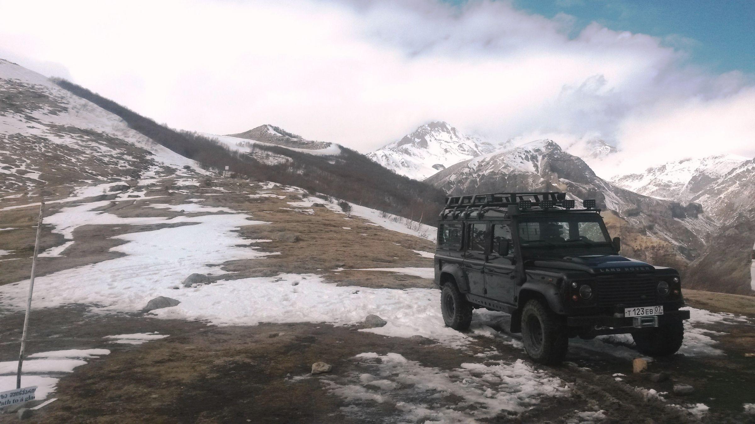 Ски-тур на Казбеке: наш надёжный спутник Дефендер