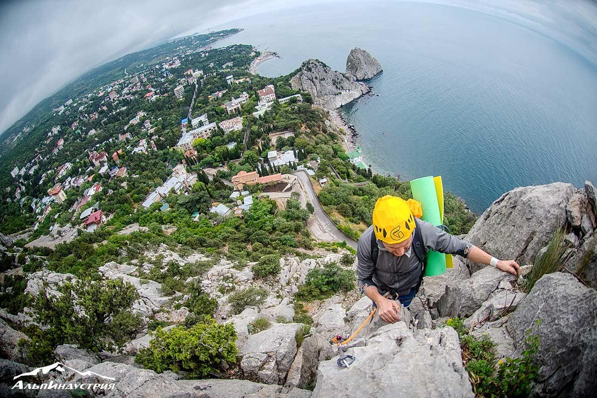 Горный клуб АльпИндустрия в Крыму: восхождение в группе инструктора Володи Казарцева