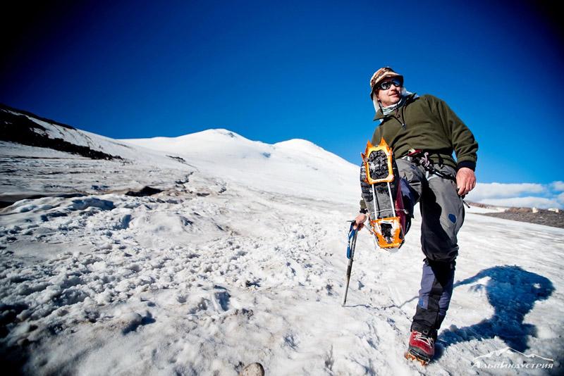 Заточка альпинистских кошек и ледорубов  на Первомайской