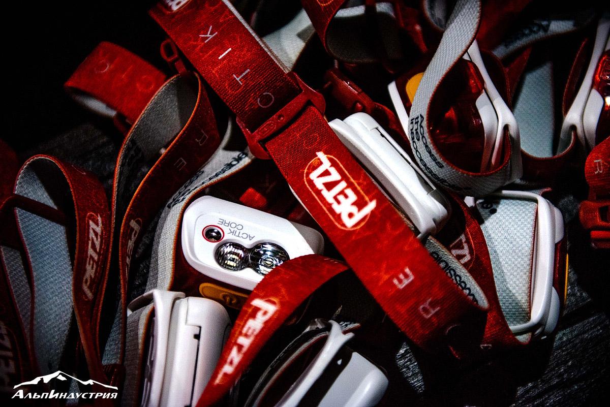 Прокатный фонд фонариков Petzl на соревнованиях по ночному скалолазанию на горном фестивале АльпИндустрии