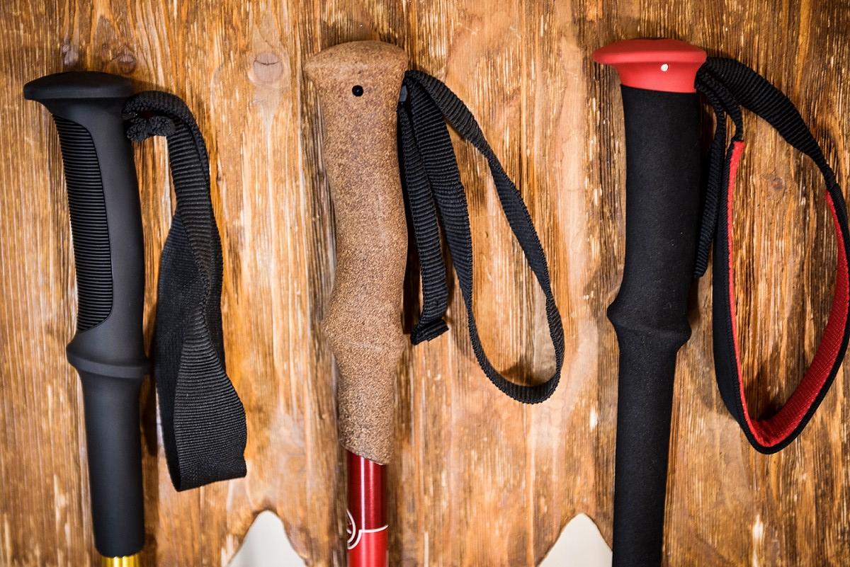 Рукоятки треккинговых палок из различных материалов