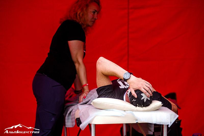 Нужны хорошая координация и баланс, крепкие мышцы спины и пресса, ног (если мышцы не готовы, идёт нагрузка на суставы). Используйте балансборды и слэклайн и тейпируйтесь перед стартом.