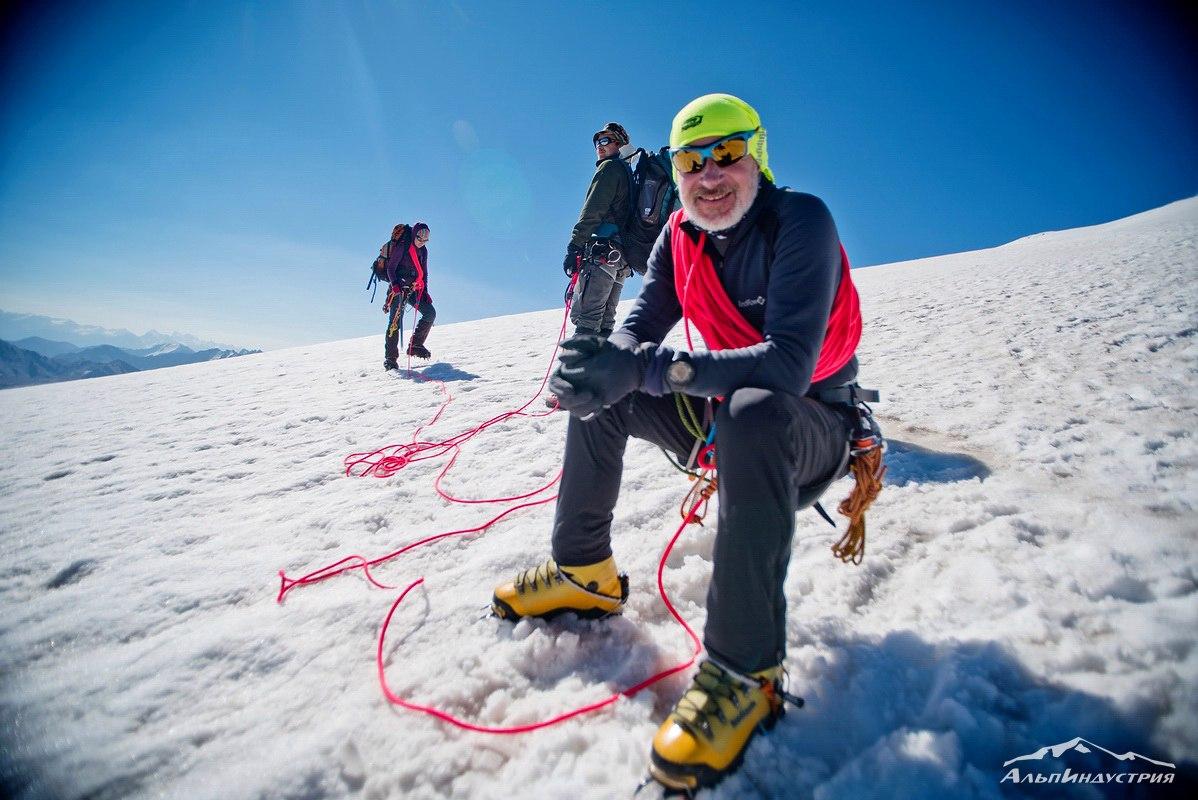Пластиковые альпинистские ботинки