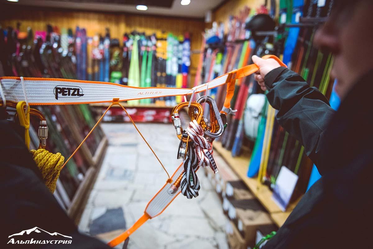 Система для ски-тура в расстегнутом состоянии