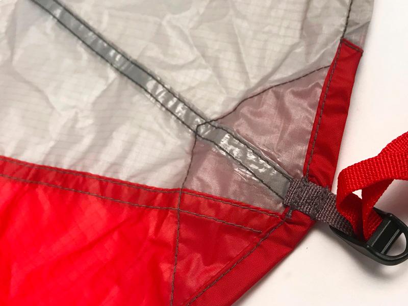 Для герметизации швов в палатке используется специальная термоусадочная лента. Со временем под воздействием влаги, ультрафиолета и тепла эта лента может разрушаться.