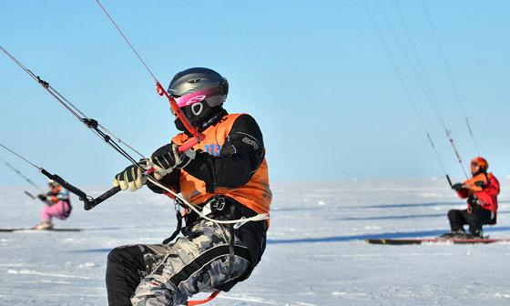 Описание: http://www.extremeplanet.ru/files/imagecache/normal_600_600_scale/i/news/6755/icekiteboarders.jpg